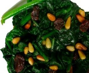 contorno-di-spinaci-conditi-con-pinoli